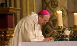 obispo Almería consagrando